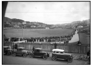 NZ v. England at the Basin Reserve, 1930 [Alexander Turnbull Library EP-0655-1/2-G]